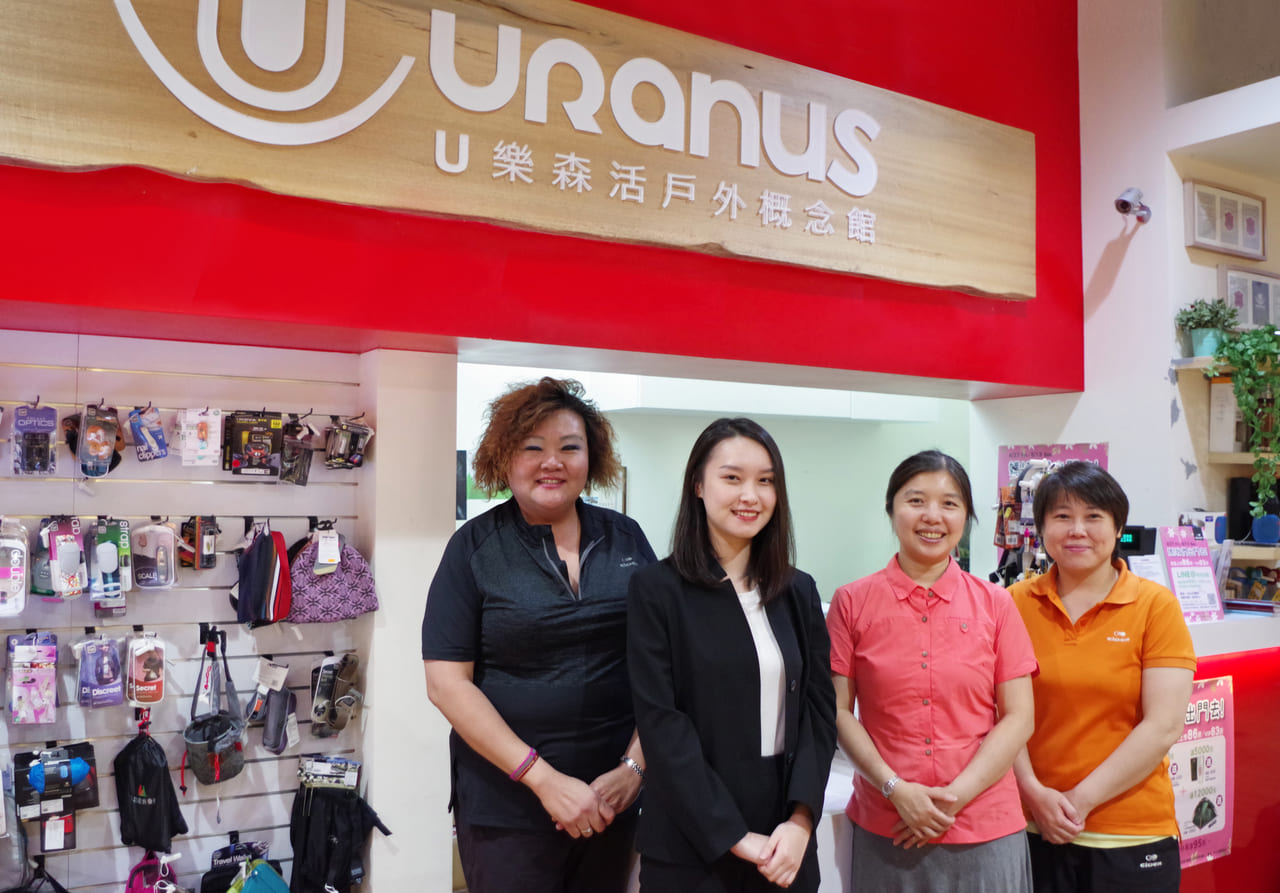 ÜLOHAS Outdoor (From Left) Dong Men Store Ms Lim, TS Cloud Representative, Ms Hiang and Store Manager Yang.