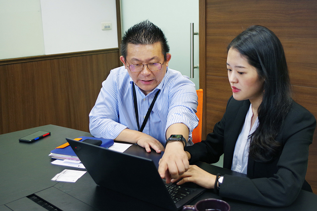 Mr. Huang shares with our specialist the benefits of Google Drive
