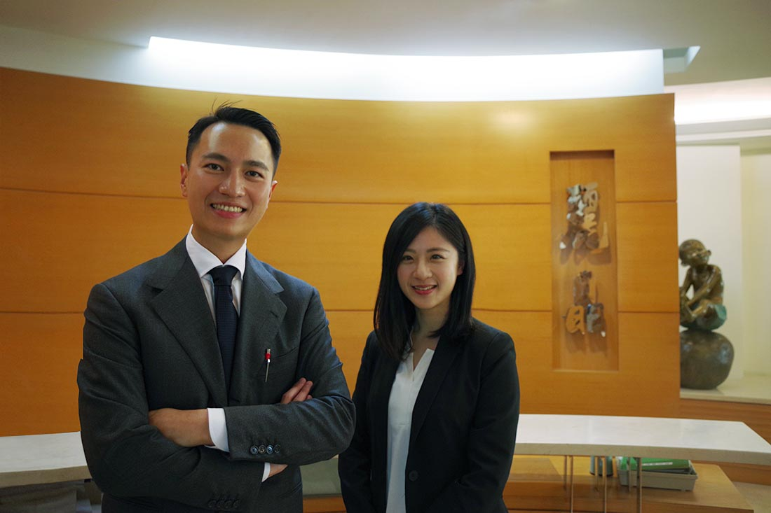 Lih Jing Realty special assistant Mr. Wang (left) and TS Cloud system specialist Karen